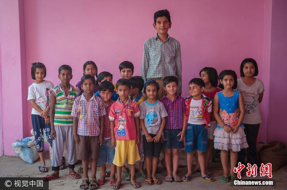 印度8岁男孩身高近两米 遗传父母优良基因
