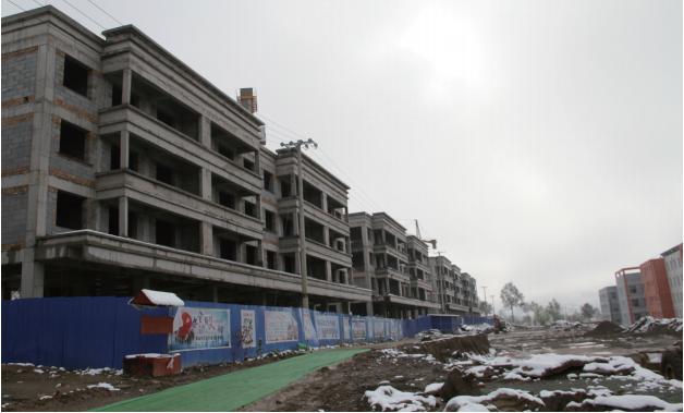 扎巴镇东拉卡、洛乎藏两村整村搬迁到下扎巴新型农村社区