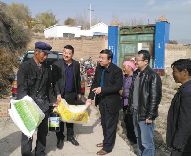 化隆县委统战部深入联点帮扶村开展慰问活动