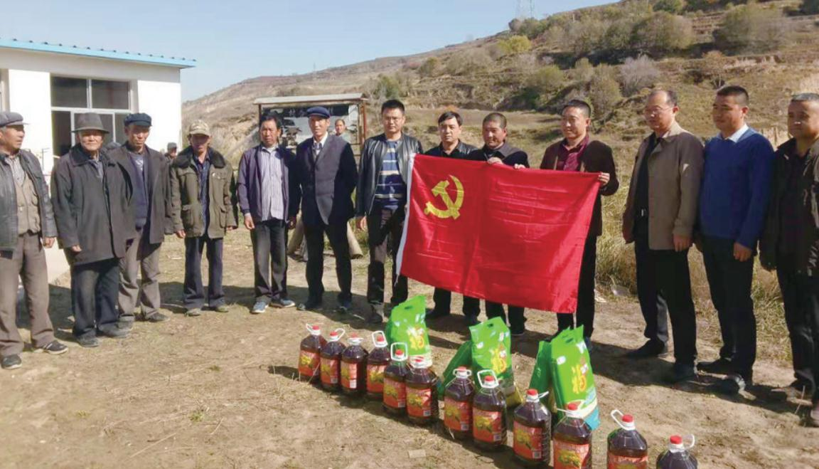 民和县总工会深入新民乡三岔村开展扶贫帮困活动