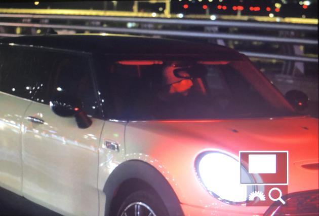 刘昊然被拍到独自开车前往机场(图源:非肉食性蘑菇)