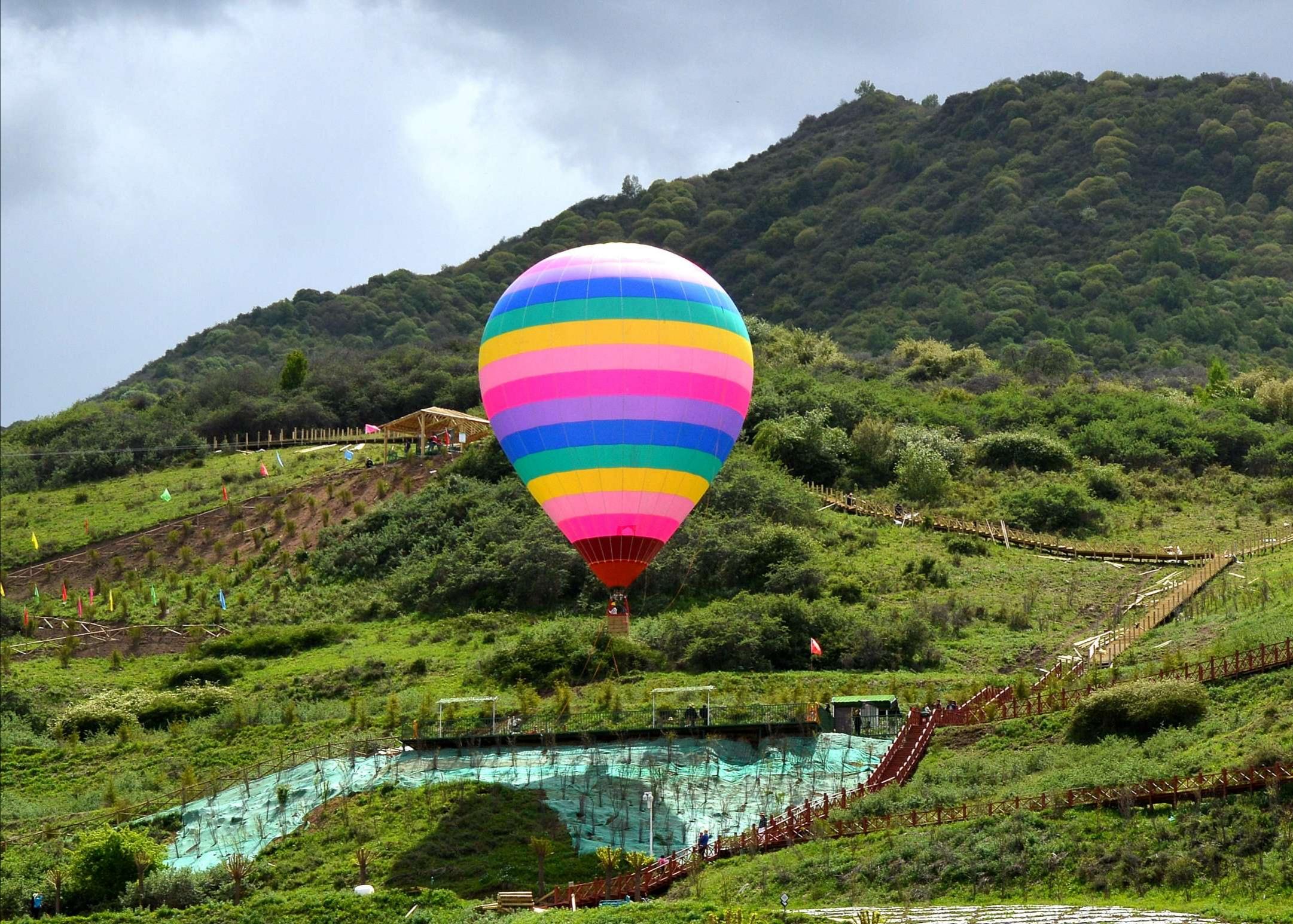 生态美景引客来 乡村旅游富村民