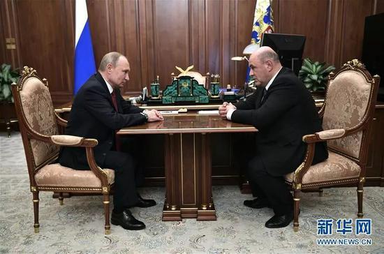 ▲资料图片:俄罗斯总统普京(左)在与米舒斯京进行工作会谈。(新华社/俄新社)