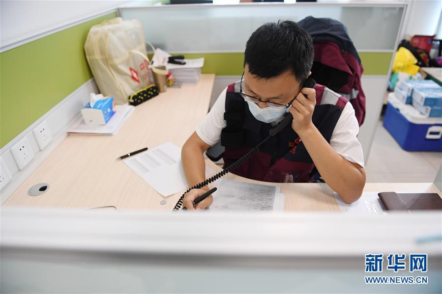 """(新华全媒头条·图文互动)(2)首都再战""""疫"""",难忘40天——写在北京应急响应级别降级之际"""