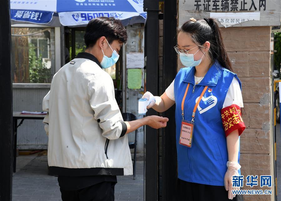 """(新华全媒头条·图文互动)(14)首都再战""""疫"""",难忘40天——写在北京应急响应级别降级之际"""