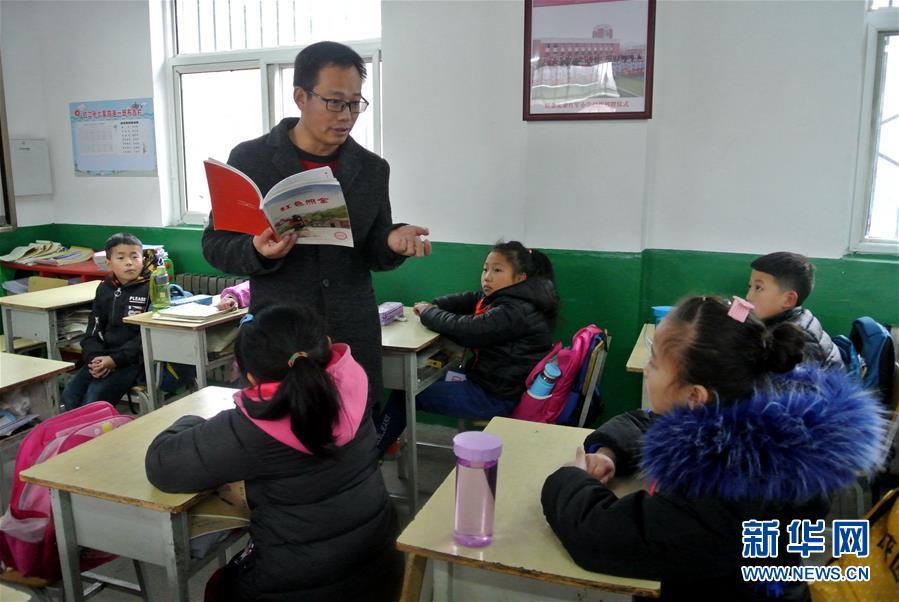 """(新华全媒头条·图文互动)(13)""""美丽的中国梦属于你们""""——以习近平同志为核心的党中央关心少年儿童工作纪实"""