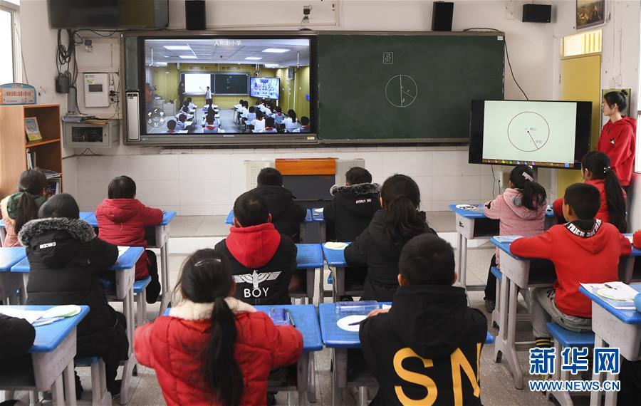 """(习近平的小康故事·新华视界·图文互动)(3)""""让每个人都有人生出彩的机会""""——习近平和人民教育的故事"""